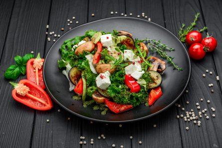 Салат із запеченими овочами та фетою